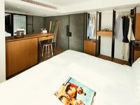 香港极栈公寓的封面
