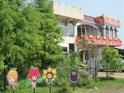 童话村有机农场小木屋的封面