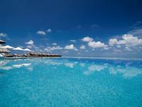 莉莉海滩Spa度假酒店的封面