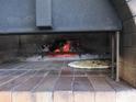 蜂巢石窑披萨的封面
