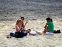 尼斯海滩日光浴的封面