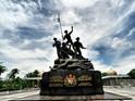 敦•阿卜杜勒•拉扎克纪念碑的封面