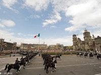 墨西哥城宪法广场的封面