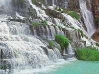 庞卡尔瀑布的封面